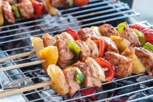 Brochettes de viande au barbecue .. Miam miam